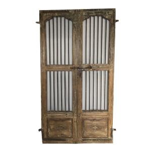 Dekoracyjne drzwi postarzane z drewna