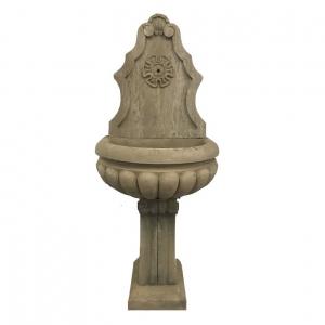 Kamienna fontanna stojąca Orleans