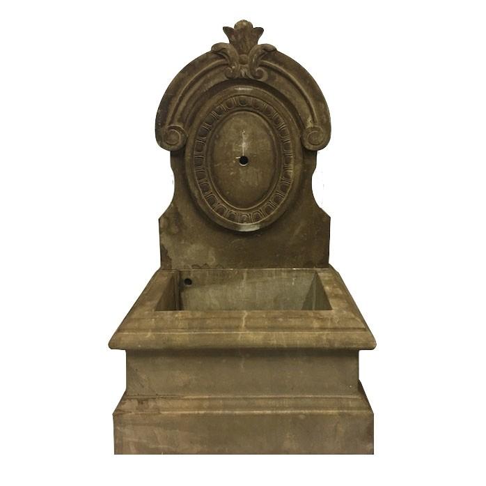 Klasyczna fontanna kamienna vintage