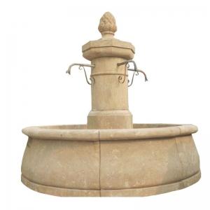 Okrągła fontanna z kamienia
