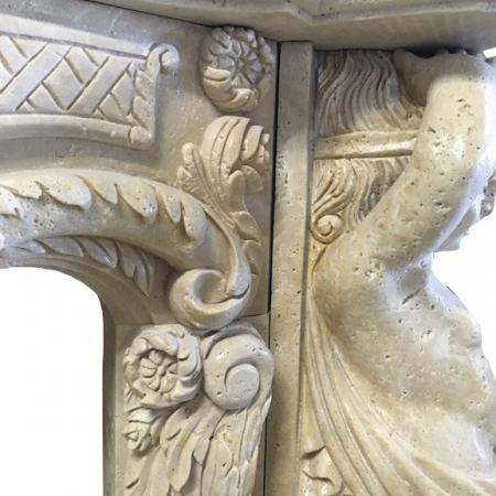 Trawertynowa konsola kominkowa z amorami 1