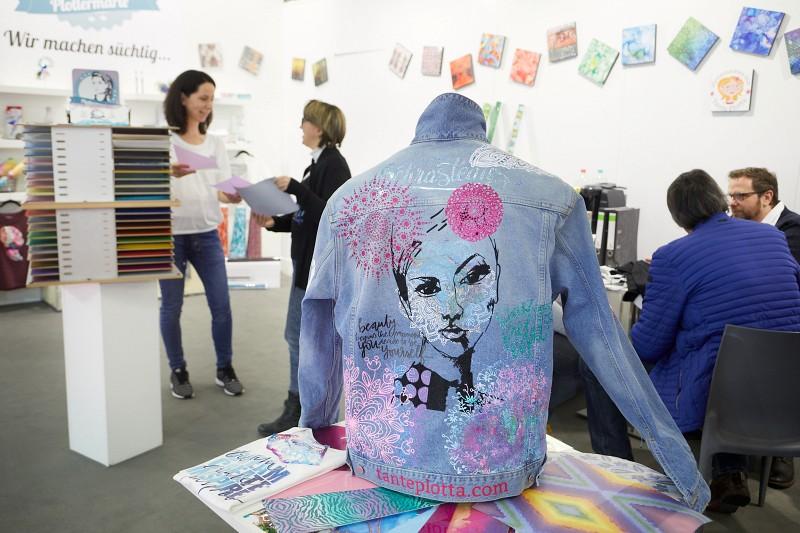 Creativeworld 2020 8 farby do tekstyliów