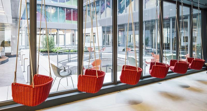 Adagio PaolaLenti - Kolorowe biura w nowoczesnym stylu