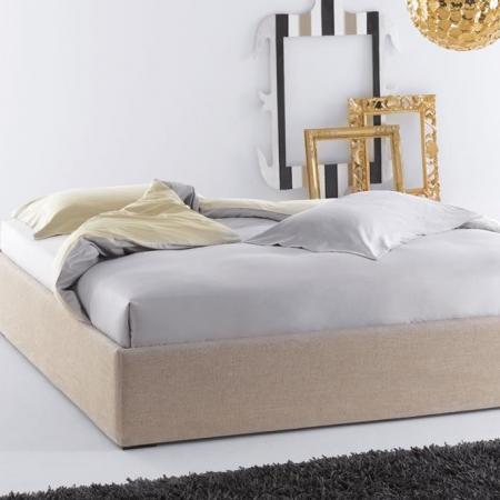 Minimalistyczne łóżko Sommier Panarea