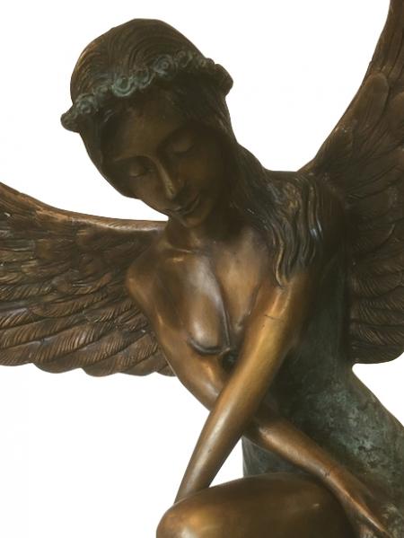 Rzeźba z brązu Anioł