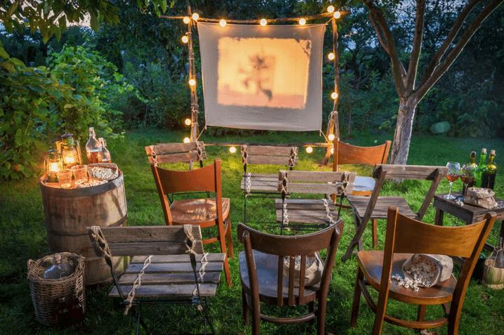 kino plenerowe w ogrodzie